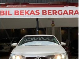 Mobil Toyota Camry 2013 V terbaik di Jawa Barat