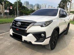 Toyota Fortuner 2.4 VRZ TRD AT 2020 Putih
