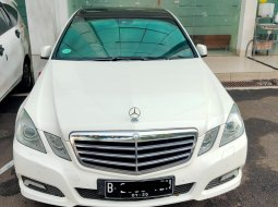 Mercedes-Benz E250 CGI Avantgarde Sedan Putih 2010