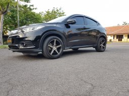 Honda HR-V 1.5L S CVT 2018 hitam