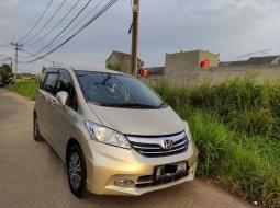 Mobil Honda Freed Type SD April 2014 Low KM Rawatan BERES Honda..