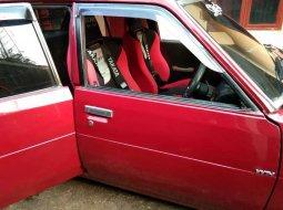 Mobil Toyota Corolla 1981 terbaik di Jawa Barat
