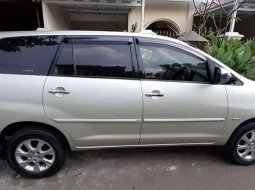 Mobil Toyota Kijang Innova 2009 2.0 G terbaik di Jawa Barat
