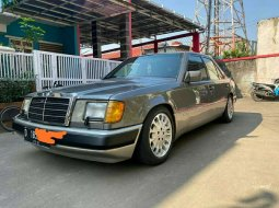 Dijual mobil bekas Mercedes-Benz 300E , Banten