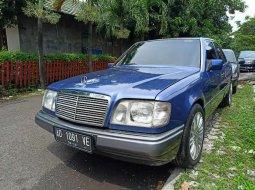 DKI Jakarta, jual mobil Mercedes-Benz 220E 1994 dengan harga terjangkau