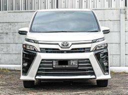 Toyota Voxy CVT 2019 Putih