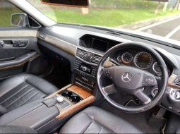 Mobil Mercedes-Benz E-Class 2010 dijual, Banten
