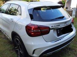 Jawa Barat, Mercedes-Benz GLA 200 2017 kondisi terawat
