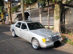 Jual cepat Mercedes-Benz 300E W124 1989 di Jawa Barat