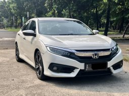 Honda Civic 1.8 2018 Sedan Putih