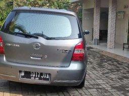 Mobil Nissan Grand Livina 2010 Ultimate terbaik di Banten