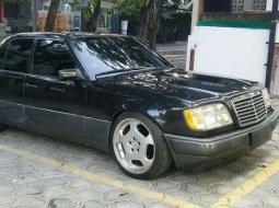 Jual mobil bekas murah Mercedes-Benz E-Class 1995 di DKI Jakarta