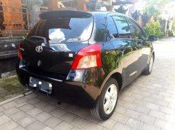 Mobil Toyota Yaris 2007 E terbaik di Bali