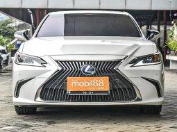 Lexus ES 300h 2019 Sedan