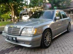 Dijual mobil bekas Mercedes-Benz 230E W124, Jawa Timur