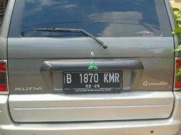 Jual Mitsubishi Kuda Grandia 2002 harga murah di Jawa Barat