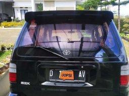 Jawa Barat, Toyota Kijang Kapsul 2002 kondisi terawat
