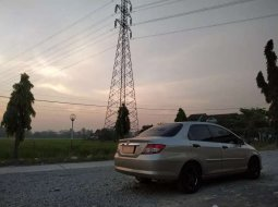 Mobil Honda City 2004 terbaik di Jawa Tengah