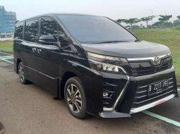 Jual mobil bekas murah Toyota Voxy 2018 di Banten