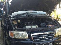 Jual mobil bekas murah Hyundai Trajet 2003 di Jawa Timur