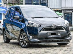Toyota Sienta V 2016 Hitam