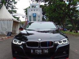 BMW 320i SPORT AT HITAM 2017