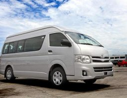 Review Toyota Hi-Ace Commuter Manual 2005