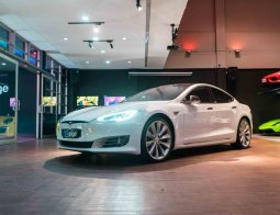 Review Tesla Model S P100D 2020: The Fastest Accelerating Production Car In The World