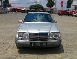 Jual Mobil Bekas Mercedes-Benz E-Class E 220 1995 di Jawa Barat