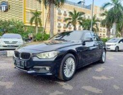 Dijual mobil BMW 3 Series 320i F30 Luxury AT 2014 di DKI Jakarta