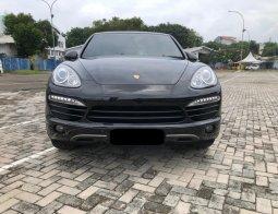 Porsche Cayenne Turbo Tiptronic 2012 Hitam