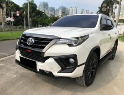 Toyota Fortuner 2.4 VRZ TRD AT PUTIH 2020