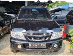Mobil Isuzu Panther 2009 LV terbaik di DKI Jakarta