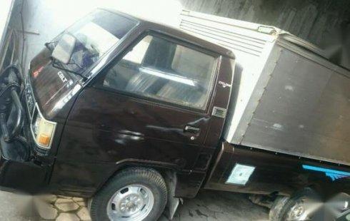 Mitsubishi L300 Solar Semi Box