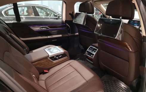 Jual Mobil BMW 7 Series 730Li 2018