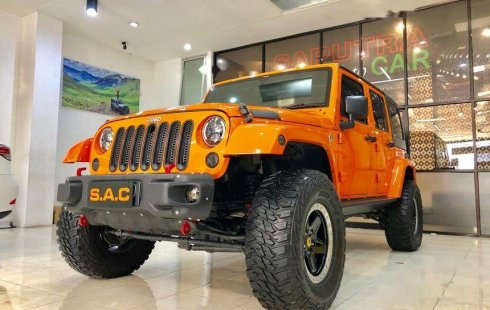 Mobil Jeep Wrangler 2012 Sahara terbaik di Jawa Timur