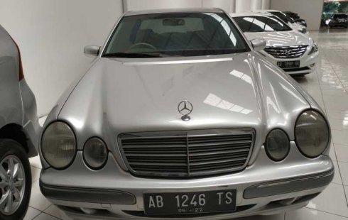 Jual mobil bekas Mercedes-Benz E-Class E 260 2002 dengan harga murah di DIY Yogyakarta