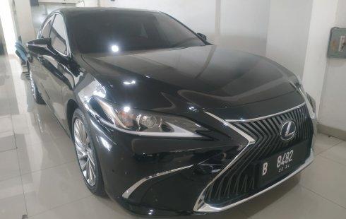 Mobil Lexus ES 300h 2018 terbaik di DKI Jakarta