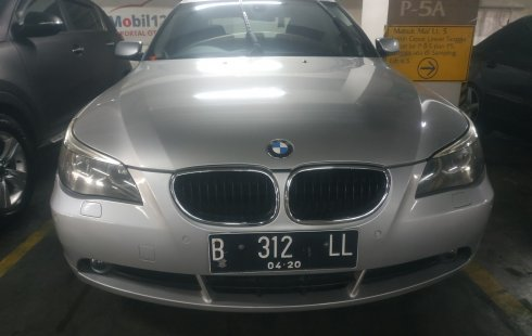 Jual mobil BMW 5 Series 520i 2004 bekas di DKI Jakarta