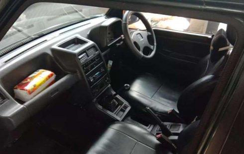 Mobil Suzuki Escudo 1994 terbaik di Bali