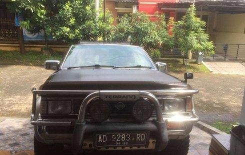 Jual mobil bekas murah Nissan Terrano Kingsroad F2 2002 di Jawa Tengah