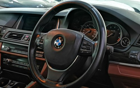 Dijual mobil bekas BMW 5 Series 520i Luxury 2015, Jawa Timur