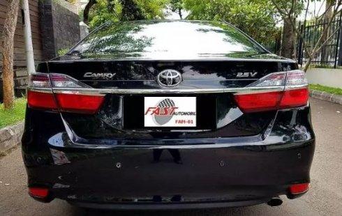 Dijual mobil Toyota Camry V 2016 bekas, Banten