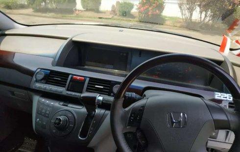 Mobil Honda Elysion 2004 terbaik di Jawa Tengah