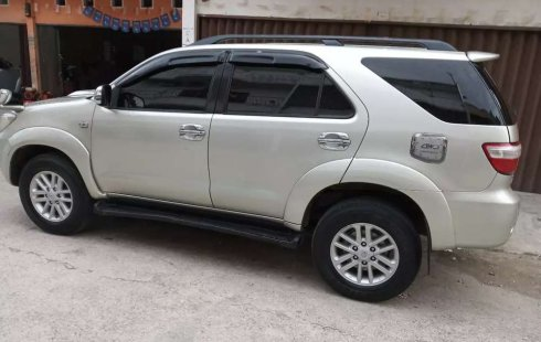 Toyota Fortuner 2005 Riau dijual dengan harga termurah