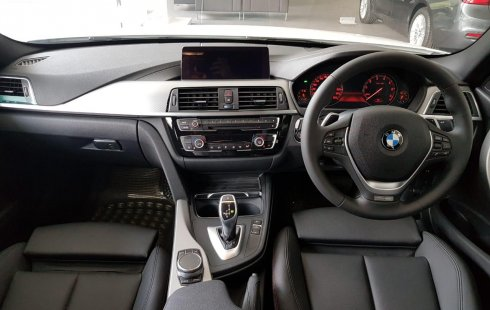 Ready Stock BMW 3 Series 320i Sport Shadow 2019 di DKI Jakarta