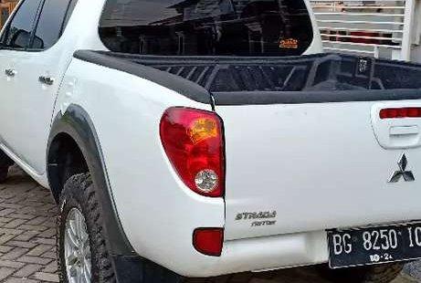 Mobil Mitsubishi L200 Strada 2014 GLS terbaik di Jambi