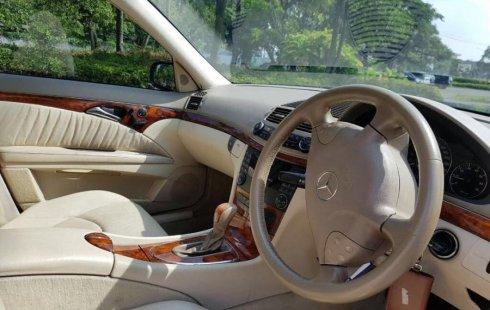 Jual Cepat Mobil Mercedes-Benz E-Class 260 2005 di DKI Jakarta