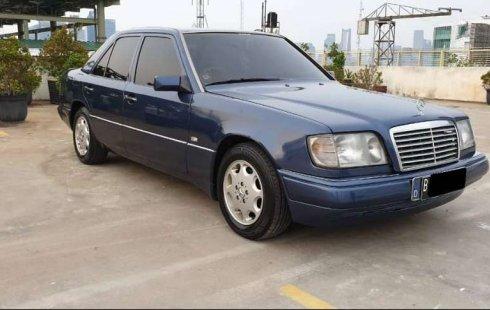 Mobil Mercedes-Benz E-Class 1991 E 230 terbaik di DKI Jakarta