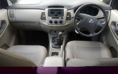Jual mobil Toyota Kijang Innova E 2.0 MT 2015 bekas di Jawa Barat